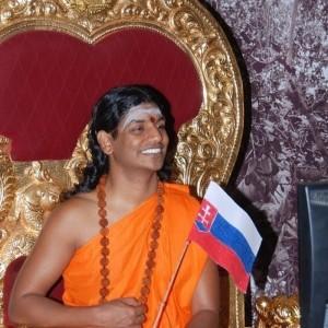 Swamiji so SR vlajkou.odt
