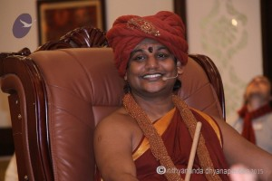 2015-07jul-04th-nithyananda-diary_IMG_3654_varanasi-satsang-swamiji-300x200