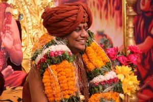 2015-10oct-11th-nithyananda-diary_IMG_5182_varanasi-ia-vip-narendragiri-swamiji