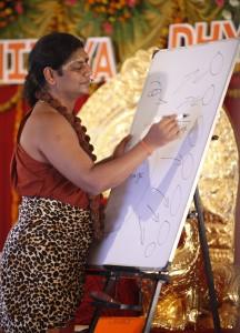 2014-05may-24-nithyananda-diary_IMG_1971_varanasi-ndy-nithya-satsang-nithya-dhyaan-yoga-session_0