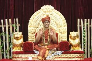 2014-10oct-17th-nithyananda-diary_IMG_6574_bidadi-nithya-satsang-swamiji-blessing